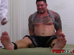 Clint Gets Naked Tickle Tratamiento