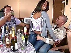 Vaimo ystävien kanssa