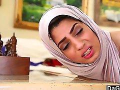 Dagfs arabiska på fågelungen Nadia Ali Det smakar vit kuk