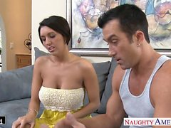 Busty babe brune Dylan a Ryder a putain