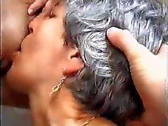 Old e la giovani lesbiche calde per TROC