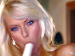 Foreign beauty Jana Cova having a dildo delight
