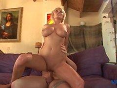 Sexy cochonne blonde se masturbe avant baise foutu, sucer et big cock baise