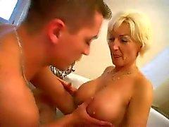 Mogna blond knullade i badrum BVR