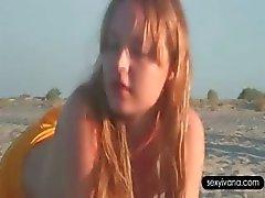 Hete blowjob op het strand met pik uitgehongerd hete Ivana