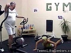 Saastaiset vanhan -valmentaja on osuman joukosta kiimainen hänen nuorta opiskelijaa