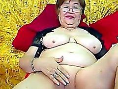Fat die Großmutter With Glasses masturbiert