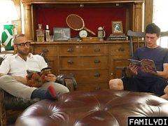 FamilyDick - Tatlı yaşlı baba bakire erkek kiraz açılır