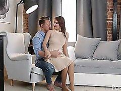 Russische Rothaarige mit Brustwarzen-Piercing Renata Fox bekommt knallte