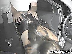 Hustru körd av främling med parkeringsplats