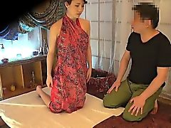 Smokin hot Japanese mature enjoys a sensual massage fuck