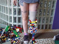 Amputee girl makes leg out of lego (non nude)