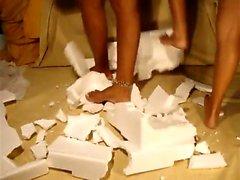 Lynne Smashing caixas de documentos