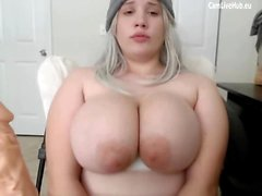GIGANTIC BOOBS BBW TEEN CAM RAGAZZA succhiare un dildo pt uno