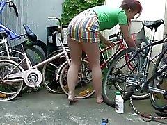 Batı'dan Açılmak girls - Horny bicyclist Oyuncakları onu tüylü önünü