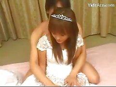 Nette Braut sich ihre Pussy fing geleckt auf dem Bett
