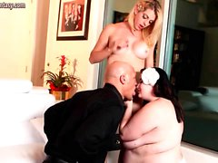 Blonde shemale licks fat pussy and gets anal