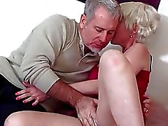 Louro Gal madura Gets Her Ass Banged