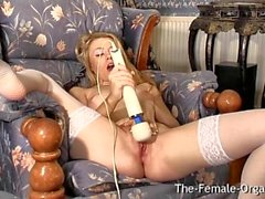 Hot Femorg bionda in calze Bates figa all'orgasmo