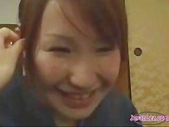Aasialainen Lesbo dominoi Viaton tyttö ja suudelma & Suck nännit
