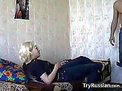Russe Geliebte, die Geschlechts Hause