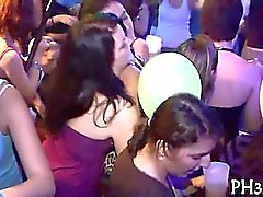 Galones bellas Yong en el club están felices follar