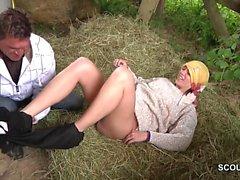 Teeny vom Bauernhof bekommt ihren ersten Fick vom Stief-Dad