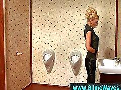 Stilrena Blond tjej får wam med gloryhole