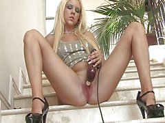 De FTV girlTessstunning blonde fille toying la chatte
