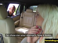 Pussylicked mujer cabbie pounded al aire libre