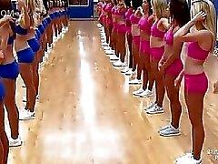 Cheerleaders doen van de beroemde split