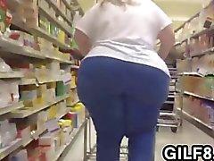 Откровенный Среди бабушка с огромными задница