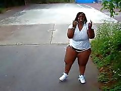 Ebony bbw flashing in public