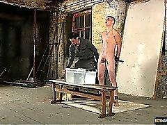 Huono Leo Jamie Foxx saa dunked jäädyttäminen vedessä ja katettu