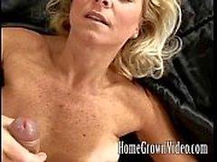 Horny мамаша любят ее кран укомплектовывают личным составом