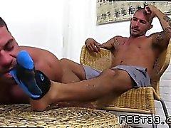 Emo гей пол маленький мальчик первый раз Джонни Хаззарда топчет Ricky