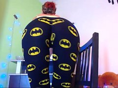 Sizzling hot chick takes off her top and Batman pants to sh