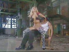 Passionate Sex del Gruppo in una fabbrica di sporchi