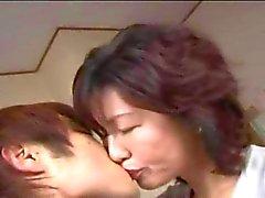 Зрелые японский Lady желаний молодого человека