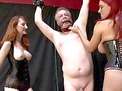 Gamla mannen Bound och torteras