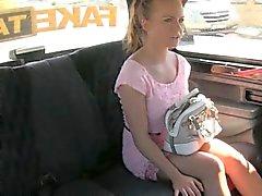 Mignons amateur de blondie fille de Czech défoncer par pilote horny