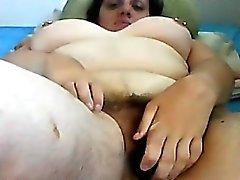 Rasvasta karvainen Housewife Masturbates