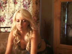 Chaude Blonde babe Jana de Cova seul