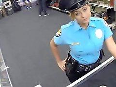 Le policier avec des Big Tits se battait par corné pion garçon