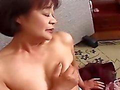 Japanska farmor könet två