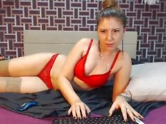 Sexy MILF showing naked body on lustshows