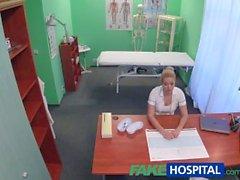 FakeHospital infirmière sexy obtient creampied par le médecin