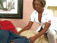 L'infirmière sait comment perdre le poids plus