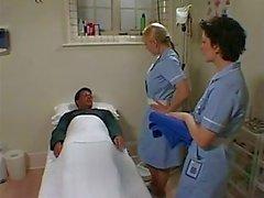 Deux infirmiers britanniques Savon HAUT et Vis A chanceux Mec