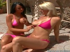 Two hottie blonde fucking outdoor and cumshot